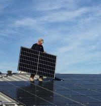 Bürgersolaranlage für die August-Held-Halle - TSG Bürstadt und Energiegenossenschaft Starkenburg starten Klimaschutzprojekt
